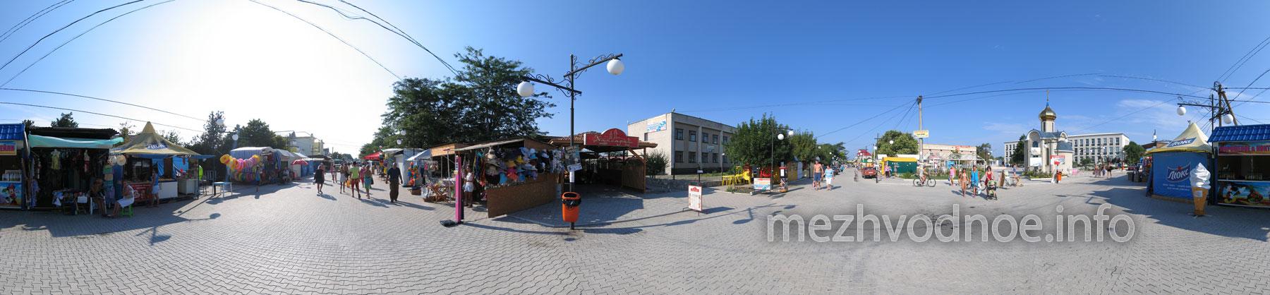 Бульвар/бродвей Межводного в районе часовни