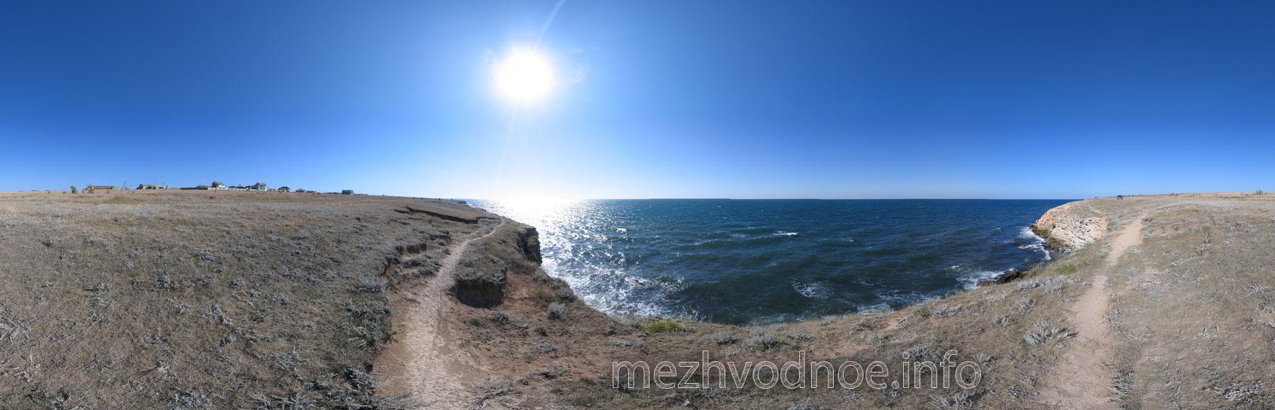 На скалах Межводного • Вид на море сверху скалы