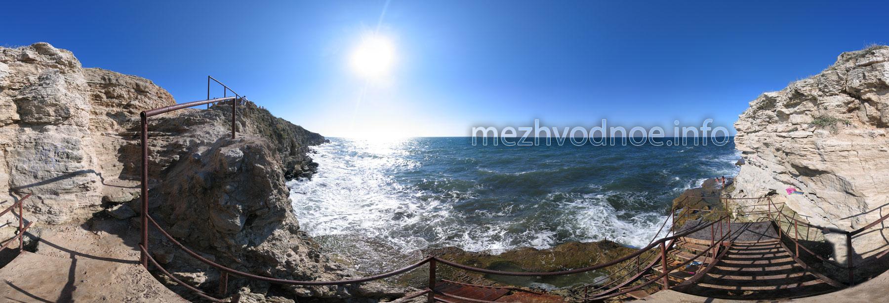 Скалы Межводного • Спуск по металлической лестнице